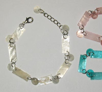 Light shaped shells linked bracelets